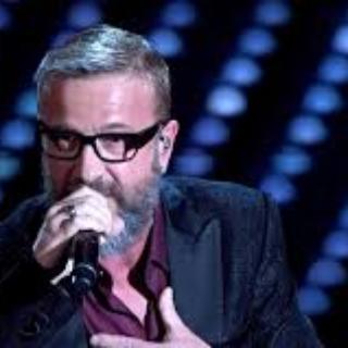 """Sanremo 2017, l'Ariston accoglie con una standig ovation la cover di """"Signor Tenente"""" di Giorgio Faletti"""