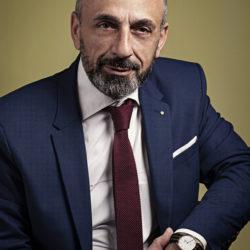 SETTIMANE DI PIENA ATTIVITÀ, IN MEDIASET -GRUPPO TELEVISIVO PIÙ IMPORTANTE D'ITALIA- PER L'ATTRICE EMANUELA PETRONI CHE PERÒ NON RINUNCIA A COLLOQUIARE COL CRITICO D'ARTE PAOLO BATTAGLIA LA TERRA BORGESE NONOSTANTE L'INTENSO LAVORO A CANALE 5