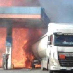 Esplosione in un distributore sulla Salaria in provincia di Rieti: due vittime e 17 feriti. Prende fuoco un'autocisterna, morto vigile del fuoco