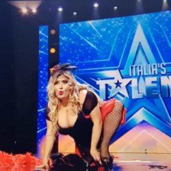 Spogliarello sexy ad Italia's Got Talent con Emanuela Petroni di Rieti