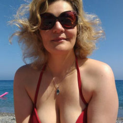 Emanuela Petroni promuove  Shadia Zappi Abu Diab modella Miss Cinema Anime di Carta su RETE ORO - Canale 18