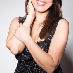 Emanuela Petroni presenta Emanuela Del Zompo nello SPOT ufficiale del FILM Fast & Furious Documentary in TV su RETE ORO - Canale 18 - ANIME di CARTA report