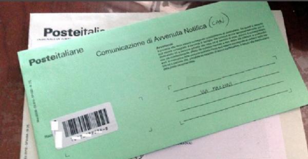 """Arriva la truffa delle busta verde a casa, la polizia avverte: """"Non pagate"""""""