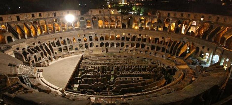 Roma 21 agosto 2010 Apertura notturna del Colosseo con le visite guidate - colosseo apertura notturna - fotografo: benvegnù - guaitoli - lannutti