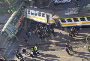 Un tram e un treno della linea regionale si sono urtati stamani a Porta Maggiore, a Roma, provocando un ferito lieve.    ANSA/CLAUDIO PERI