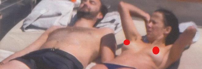 """SOPHIE MARCEAU, VACANZE IN TOPLESS COL FIDANZATO CYRIL LIGNA: """"11 ANNI DI DIFFERENZA"""""""