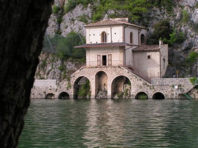 Dopo il terremoto il Lago di Scanno perde 3 metri di acqua