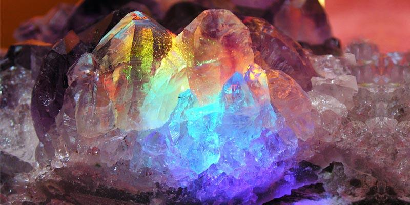 cristalloterapia-5-cristalli-per-equilibrare-le-emozioni-1-800x400-800x400