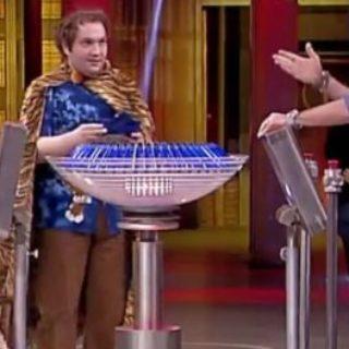 El TIGRE su canale 5 tra i personaggi di AVANTI UN ALTRO con Paolo Bonolis