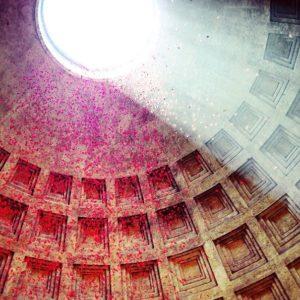 Pioggia delle rose al Pantheon per la Pentecoste 2017