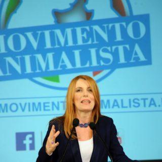 """A Roma il Movimento Animalista di Michela Vittoria Brambilla: """"Pene più severe per chi maltratta gli animali"""""""