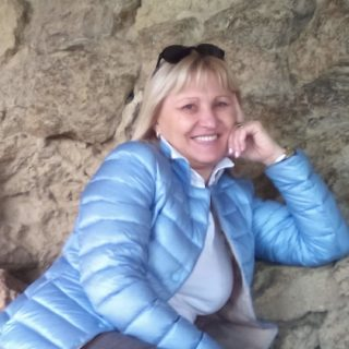"""EMANUELA PETRONI presenta la scrittrice LYUDMYLA  sul RED CARPET del più esclusivo locale di Testaccio """"LA CUEVA Live Club"""""""
