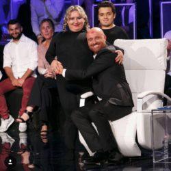 Donna Curvy bacia Rudy Zerbi a Tu Si Que Vales su Canale 5