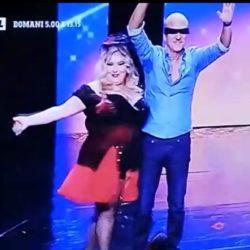 Spogliarello comico in TV - CLAUDIO BISIO ed Emanuela Petroni