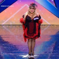 L'attrice comica Emanuela Petroni in uno spogliarello piccante con CLAUDIO BISIO