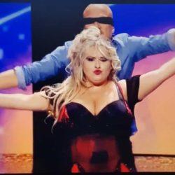 Bomba Sexy Curvy Emanuela Petroni con CLAUDIO BISIO in un balletto  Burlesque comico