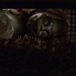 Annabelle 3: le nuove foto mostrano la famiglia Warren e la bambola posseduta
