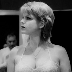 Emanuela Petroni presenta GIORGIA FLORIDI nel videoclip dei PUNTO e VIRGOLA in TV su RETE ORO - Canale 18 - ANIME di CARTA report