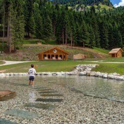 Il parco giochi delle Dolomiti gratuito e immerso nella natura, con percorsi sensoriali per grandi e piccini