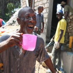 In Kenya il primo impianto a energia solare che trasforma l'acqua dell'oceano in acqua potabile