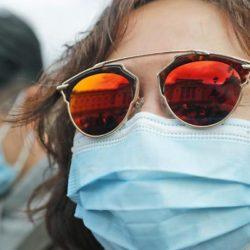 Coronavirus, attenzione alle mascherine: rischiano di diventare strumento di contagio. Regole Oms per l'uso
