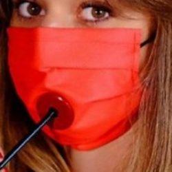 Coronavirus, arriva la mascherina per l'aperitivo in sicurezza: per bere non è necessario toglierla