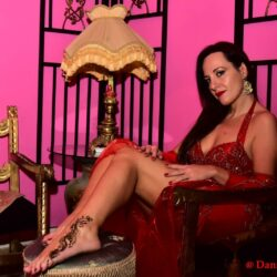 Emanuela Petroni presenta SARA TAHIRA MAANAR in TV su Canale Italia 11