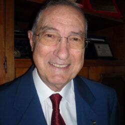 Giorgio Vindigni ha terminato brillantemente la trilogia di romanzi che ci raccontano la sua storia e la storia di tanti italiani