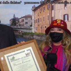 La giornalista Emanuela Petroni premia il Consigliere Delegato all'Ambiente della Provincia di Rieti