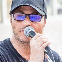 EMANUELA PETRONI presenta in TV il cantautore ALDO STIVALA al Festival internazionale ANIME di CARTA
